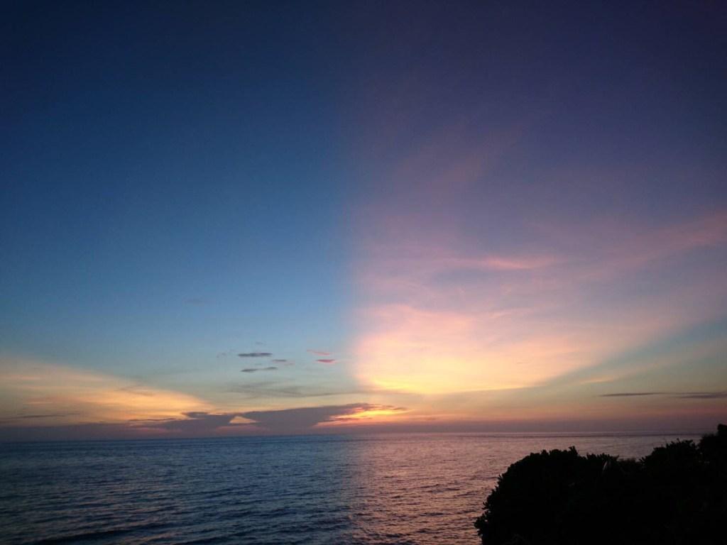 沖縄県で一番綺麗だと思う!マジックアワーが見れる観光旅行なら、ツアーガイドがおすすめする西表島の夕日ポイント「うなりざき公園」