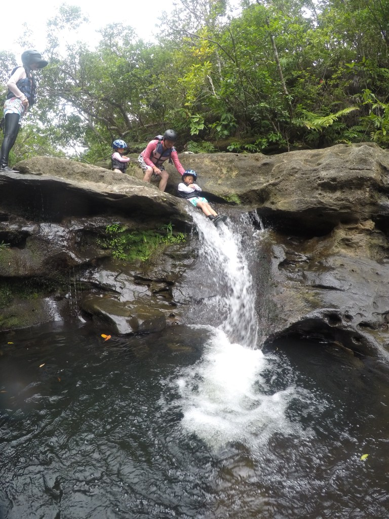 西表島のキャニオニングスポットなら大見謝の滝へ!水遊びツアーならここがおすすめ!