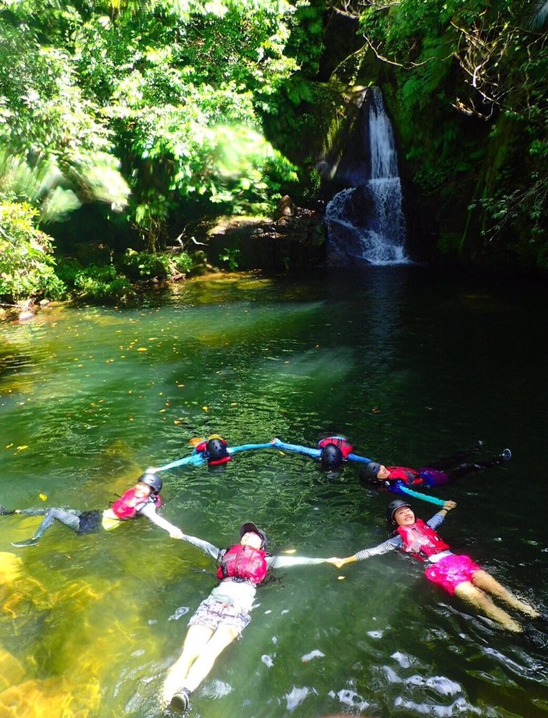沖縄県西表島マングローブをカヤックで!さらに沢登りも滝遊びもと欲張るあなたに「アダナデの滝」をおすすめするよ!